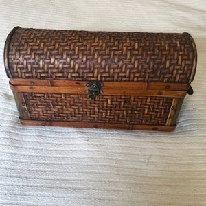 Woven Wood Basket Lid Side Handles Lock Mail Wine